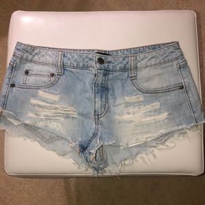 Forever 21 daisy duke distressed booty shorts
